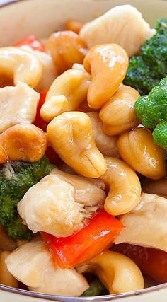 Honey Cashew Chicken - Made with chicken and cashew nuts in a savory honey sauce. Easy honey cashew chicken recipe that takes 15 minutes to make. Chicken And Cashew Nuts, Honey Chicken, Asian Recipes, Healthy Recipes, Asian Foods, Delicious Recipes, Tasty, Turkey Dishes, Asian Cooking