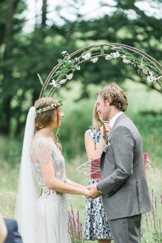Bride wears Eden gown by Jenny Packham   Photography by http://folegaphotography.co.uk/