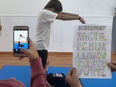 En su blog Lucía Quintero nos ofrece una nueva forma de afrontar el Acrosport, utilizando cartas multinivel. Cinema, Blog, Shape, Deck Of Cards, Learning, Activities, Movies, Films