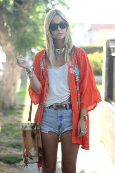 kimono + denim Definitely trying this! - I need to get a kimono! Fashion Mode, Boho Fashion, Girl Fashion, Womens Fashion, Fashion Tag, Kimono Fashion, Kimono Jacket, Kimono Outfit, Kimono Style