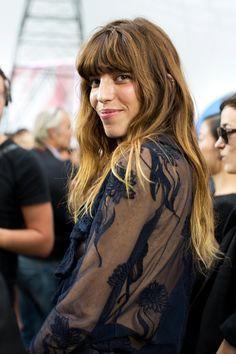 Lou Doillon At Chanel, Paris Casual Hairstyles, Pretty Hairstyles, Helmet Hair, Mode Rock, Lou Doillon, Jane Birkin, Sartorialist, Serge Gainsbourg, Mode Inspiration