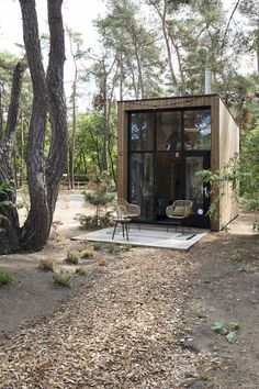 Une tiny house dans les bois – PLANETE DECO a homes world Source by lillyrosed Tiny House Cabin, Tiny House Living, Tiny House Design, My House, Tiny House Village, Tiny Houses, Micro House, Living Room, Casas Containers
