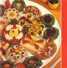 Aspic Hors D'Ouvres finger foods for people that like to pick things up off the floor. Retro Recipes, Vintage Recipes, Ethnic Recipes, Gross Food, Weird Food, Fingerfood Baby, Agar Agar, Vintage Cooking, Vintage Food