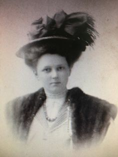 Nelle Snyder before her marriage, circa 1907.