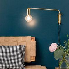 Luminaire Potence esprit 50 dorée courte / 150€. La couleur du mur...