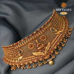 Jewelry Design Earrings, Gold Earrings Designs, Indian Gold Necklace Designs, Gold Bangles Design, Gold Jewellery Design, Dubai Gold Jewelry, Gold Choker Necklace, Short Necklace, Gold Chocker