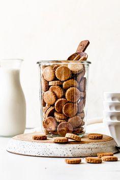 Cookie Crisp Cereal, Cereal Cookies, Bowl Of Cereal, Mini Cookies, Cookies Et Biscuits, Vegan Dessert Recipes, Dog Food Recipes, Vegan Snacks, Vegan Food