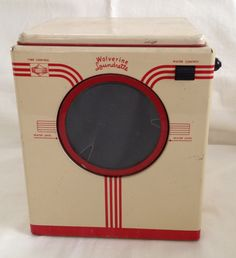 CHILDS TOY WASHING MACHINE - WOLVERINE LAUNDRETTE