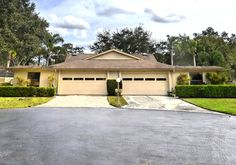 4367 Rum Cay, Sarasota Florida   A rare villa home featuring 3 bedrooms, 2 baths, a formal living room, family room, sun room with in-home laundry and isl
