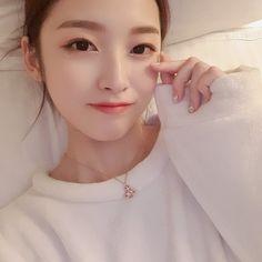 Korean Celebrities, Beautiful Celebrities, Beautiful Actresses, Really Pretty Girl, Pretty Face, Kpop Girl Groups, Kpop Girls, Fashion Models, Girl Fashion