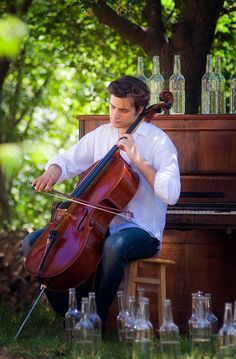 Stjepan Hauser of playing my Colin Irving cello, Marylin. He borrowed her for a couple of years. Cellos, Violin Family, Music Ministry, Cello Music, Music Images, Art Poses, Recital, Classical Music, Music Stuff