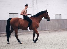 www.pegasebuzz.com | Max Schön by Hannes Gade : Giddy up.