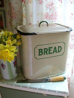 Vintage bread bin. Since Ive been baking my own bread lately, I think I deserve this!! http://breadmakerrecipes.net/bread-maker/best-bread-maker-bread-machine-reviews/