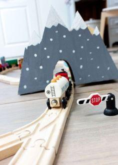DIY - add cardboard mountains to play trains. Something fun to do with a Bigsbee cardboard box. Projects For Kids, Diy For Kids, Craft Projects, Crafts For Kids, Carton Diy, Diy Karton, Wooden Train, Cardboard Crafts, Cardboard Train