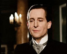 This one gif demonstrates most the beautifully portrayed Sherlock I have ever seen. Ladies and Gentlemen, I give you Jeremy Brett!