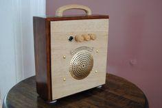 "Guitar Cigar Box Amplifier / MP3 Speaker ""Champagne"""