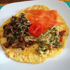 Ahhhh those lazy breakfast mornings....I made a pizza omelette thing with toppings of smoked salmon mushrooms and guacamole. It really was as good as it looked #breakfast #bbg #lowcarb #healthyeating #healthychoices #breakfastofchampions #kaylaitsines #thekaylamovement #bbgmums #bbgcommunity #fitnesslover #fitness #fitmum #eatclean #foodie #instafood #fitlondoners #fitlondon #cleaneating by pischerla