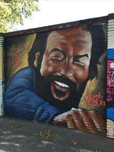 En el #Poblenou #Barcelona (calles Selva de Mar con Perú) hay #EsquinasMagicas donde #grafiteros de todas clases y lugares vienen periódicamente a mostrarnos su arte. Los vecinos de la zona cada cierto tiempo venimos a disfrutar de sus obras. #StreetArt #Graffiti #murales #ArteCallejero
