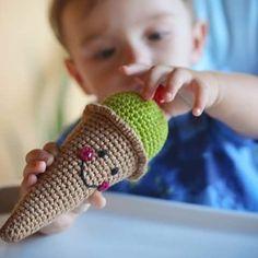 Vai um sorvete ai?! ----- Encomendas:  capitaganchocroche@hotmail.com ✈ Enviamos para todo o Brasil ----- #croche #crochetaddict #moderncrochet #artesanato #semprecirculo #brinquedos #feitocomamor #feitoamão #circo #amigurumi  #crochetofinstagram #crochetlove  #presentes  #presentescriativos  #mimos  #fofura  #design  #crianças  #clowns  #crochettoy #ganchillo #crochet #craftastherapy #heklanje #crochetdoll #munheca #handmade  #design #yarnaddict #infancia  #kidsroom
