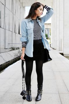 Mix black and little bit grunge style with denim shirt make it sow and casual