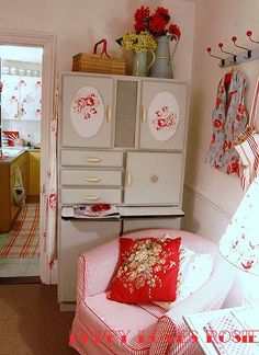 dining-room-flowers by HAPPY LOVES ROSIE, via Flickr; shabby chic; vintage, red and blue; roses