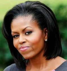 Michelle Obama is beautiful, intelligent, shows compassion and is morally sound. She was a wonderful first Lady Michelle Und Barack Obama, Barack Obama Family, Michelle Obama Fashion, Obamas Family, Obama President, Joe Biden, Durham, Michelle Obama Hairstyles, American First Ladies
