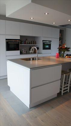 MoreFloors vloeren - Breda Europees eiken multiplank geschuurd licht gerookt + wit 4-9x180 breed overgang hout-tegel vloer