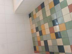 Renovatie jaren 60 badkamer Emmeloord: tegels op de vloer zijn van mosa colors