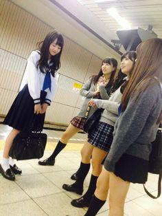High school girls in Japan subway School Girl Dress, School Girl Japan, School Uniform Fashion, School Uniform Girls, Japanese School Uniform, Japanese Couple, Japanese Girl, Asian Woman, Asian Girl
