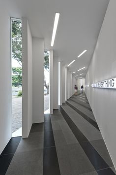 Bellevue Medical Center / HDR Architecture   Lobby design ...