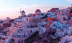 Mykonos Oia Santorini, Mykonos, Paros, Great Places, Places To Visit, San Francisco Skyline, New York Skyline, Castle, Island