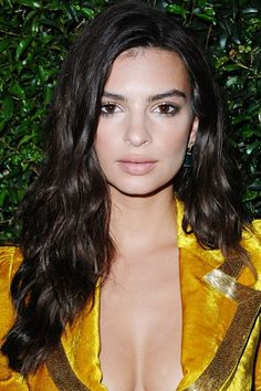 You can get Emily Ratajkowski's glossy waves by following Ess' tips on slide five — just swap in a 1-inch iron and finish with a shine-and-texture spray, like Oribe's Apre Beach.  #refinery29 http://www.refinery29.com/2016/07/115561/s-wave-hairstyle-trend#slide-10