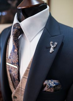 Check Wedding Suit Hire For Men & Tailoring Getting married and want to stand out in your wedding suit? At Whitfield & Ward, we'll help you find a unique look for both you and your Wedding Suit Rental, Wedding Suit Styles, Wedding Men, Wedding Suits For Groom, Tweed Wedding, Wedding Unique, Location Costume, Estilo Cool, Slim Fit Tuxedo