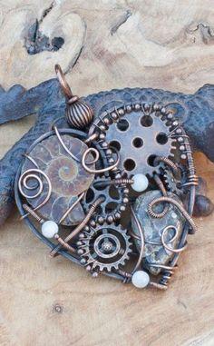 Steampunk-Herz-Halskette mit Turritella-Achat und Ammonit-Fossil Source by Recycled Jewelry, Copper Jewelry, Wire Jewelry, Jewelry Crafts, Gemstone Jewelry, Handmade Jewelry, Industrial Jewelry, Key Jewelry, Diy Jewellery