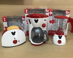 Cozinha Do Mickey Mouse, Minnie Mouse Kitchen, Mickey Mouse House, Mickey Mouse Crafts, Mickey Minnie Mouse, Disney Mickey, Casa Disney, Disney Rooms, Deco Disney