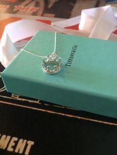 Tiffany and Co. Dainty Jewelry, Pandora Jewelry, Cute Jewelry, Luxury Jewelry, Body Jewelry, Jewelry Accessories, Jewlery, Pearl Jewelry, Tiffany And Co Jewelry