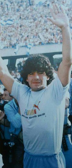 El día de la presentación en el San Paolo, Napoles 1984.