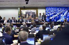 Por 38 votos a favor e 27 contra, aComissão Especialdo Impeachment acabou de aprovar o relatório do deputado Jovair Arantes (PTB-GO), que recomenda o afastamento da presidente Dilma Rousseff. De acordo com o relator, Dilma cometeu crime de responsabilidade ao abrir créditos suplementares via decreto presidencial, sem autorização do Congresso Nacional, e em desconformidade com ...