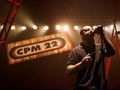 O grupo CPM 22 relembra as canções que marcaram sua carreira nos palcos do bar Opinião. Saiba mais