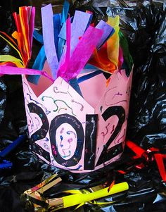 new years hat 2019 art projects preschool New Year's Eve Crafts, New Year's Crafts, Holiday Crafts, Holiday Fun, Crafts For Kids, January Art, January Crafts, December, Classroom Art Projects