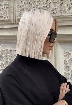 Blonde Haircuts, Hairstyles Haircuts, Straight Long Bob, Hallway Closet, Corte Y Color, Grey Outfit, Hair Inspo, Hair Goals, Short Hair Styles