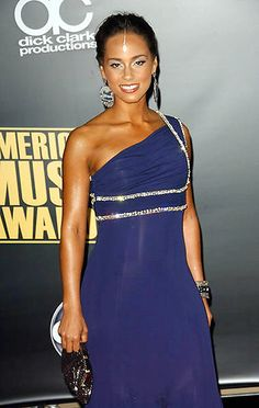 Alicia Keys wearing the hottest trend at the moment: head jewelry #jewelry #indian #bollywood #blossombox