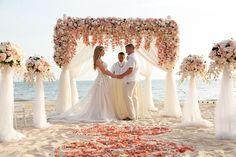 6 destinos para Elopement Wedding fora do Brasil | Aonde Casar Destination Wedding Vow Renewal Beach, Wedding Renewal Vows, Elope Wedding, Wedding Couples, Dream Wedding, Elopement Wedding, Beach Elopement, Wedding Ideas, Wedding Beach