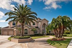 Wow, what I wouldn't give for my house to look like this and to have PALM TREES IN MY FRONT YARD