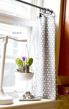 DIY easy kitchen curtains!
