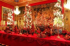 Christmas table at the palace in Genovia.
