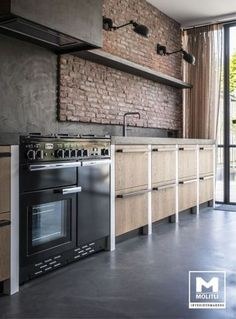 New kitchen wall red black cabinets 67 Ideas Loft Kitchen, Red Kitchen, Black Kitchens, Kitchen Interior, Cool Kitchens, Kitchen Ideas, Brick In The Kitchen, Brick Wall Kitchen, Kitchen Stove