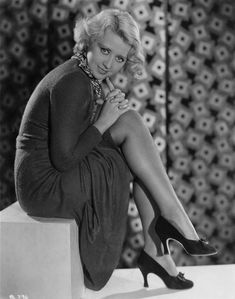 40 Stunning Black and White Photographs of Joan Blondell, Actress With Big Blue Eyes and a Big Smile ~ vintage everyday Old Hollywood Glamour, Golden Age Of Hollywood, Vintage Glamour, Vintage Hollywood, Hollywood Stars, Vintage Beauty, Classic Hollywood, Classic Actresses, Hollywood Actresses