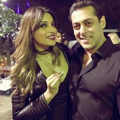 <p>Salman Khan rang in his 51st birthday with a bang. With all his friends and family by his side, the Sultan actor cut the cake with his little nephew Ahil looking on. And of course, how could the birthday be complete without his brothers, Arbaaz and Sohail? Others who were spotted at the birthday bash were Salman's sisters Alvira Khan and Arpita Khan Sharma, Daisy Shah, Bina Kak and Sangita Bijlani. Here are some other pictures from the birthday celebration:</p><p><em>(Story – India…