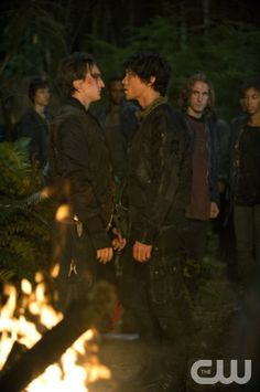 "The 100 --  ""Earth Kills"" -- Image: HU103d_0351 Pictured (L-R): Richard Harmon as Murphy and Bob Morley as Bellamy -- Photo: Cate Cameron/The CW -- © 2014 The CW Network, LLC. All Rights Reserved"